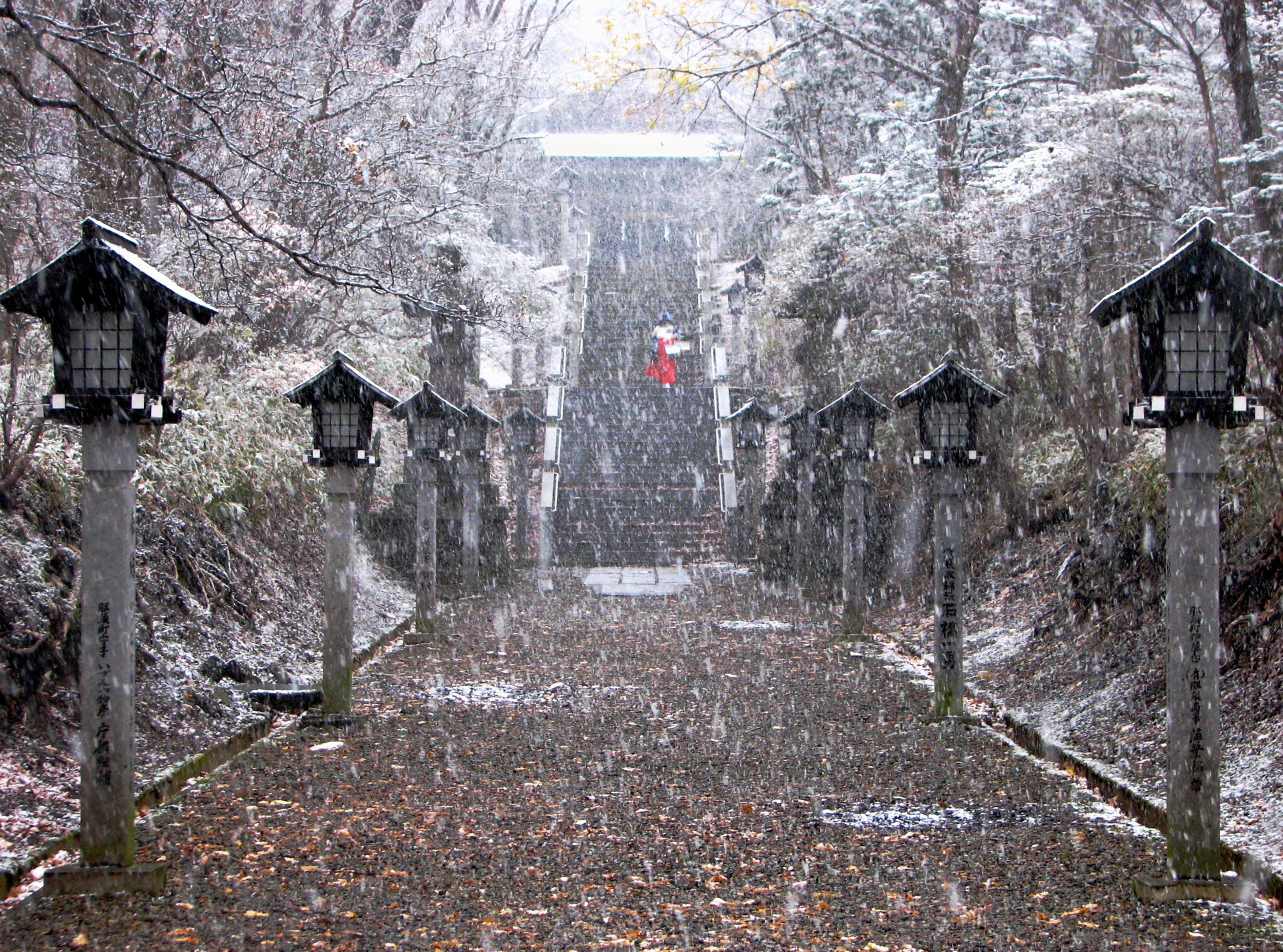 Shrine at Mt. Nasu, Japan 温泉神社
