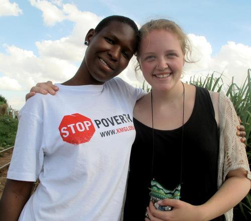 - I Tanzania fikk jeg noen av mine beste venner og det har blitt mitt andre hjem. Jeg lærte mye om hvor urettferdig verden er og ble inspirert til å arbeide for en endring. I løpet av mitt tre lange opphold fikk jeg blant annet bo i vertsfamilier, undervise på skoler, drive speiderarbeid, bo på barnehjem, arbeide med kampanjer og reise. Det var et fantastisk opphold som jeg aldri ville være foruten.- Karoline Bjerga, deltaker 12/13