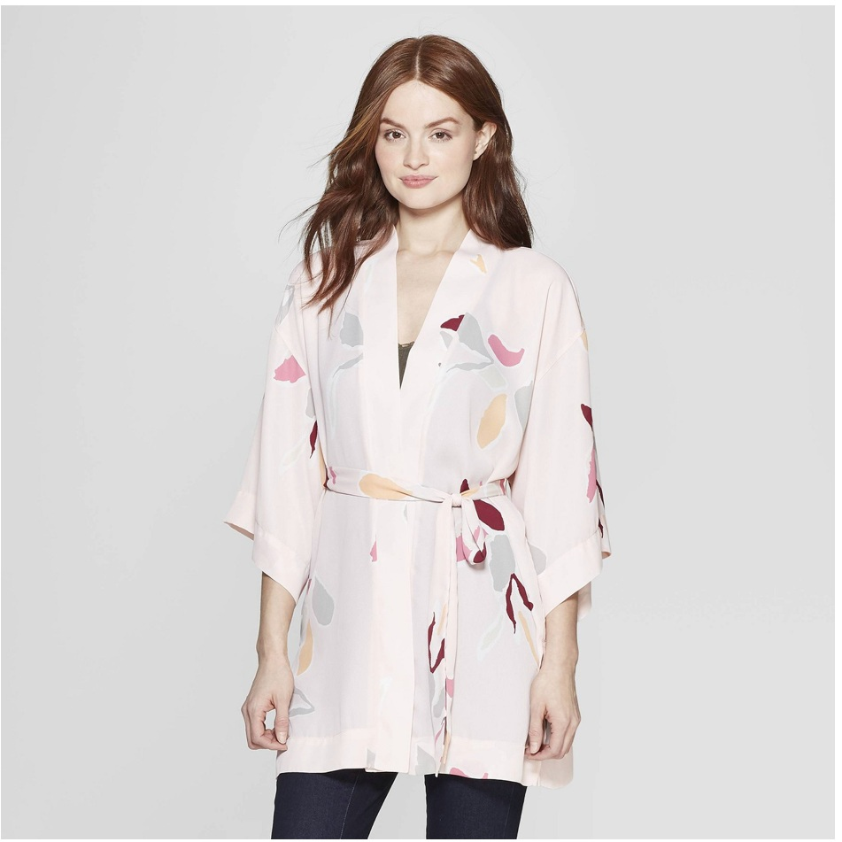 - Aren't kimonos great? Over bathing suits, shorts, or dresses, or leggings. Light enough for Summer and super cute for maternity wear! The soft blush of this one is giving me all the heart eyes.Find it here.