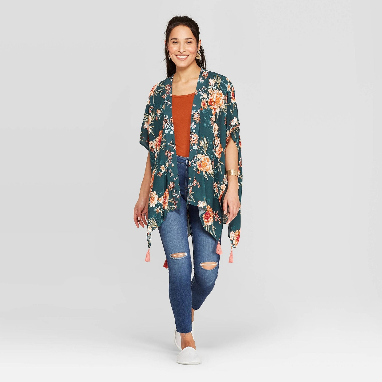 - I'm loving green lately and this kimono is so pretty and will go with a ton of things!Find it here.