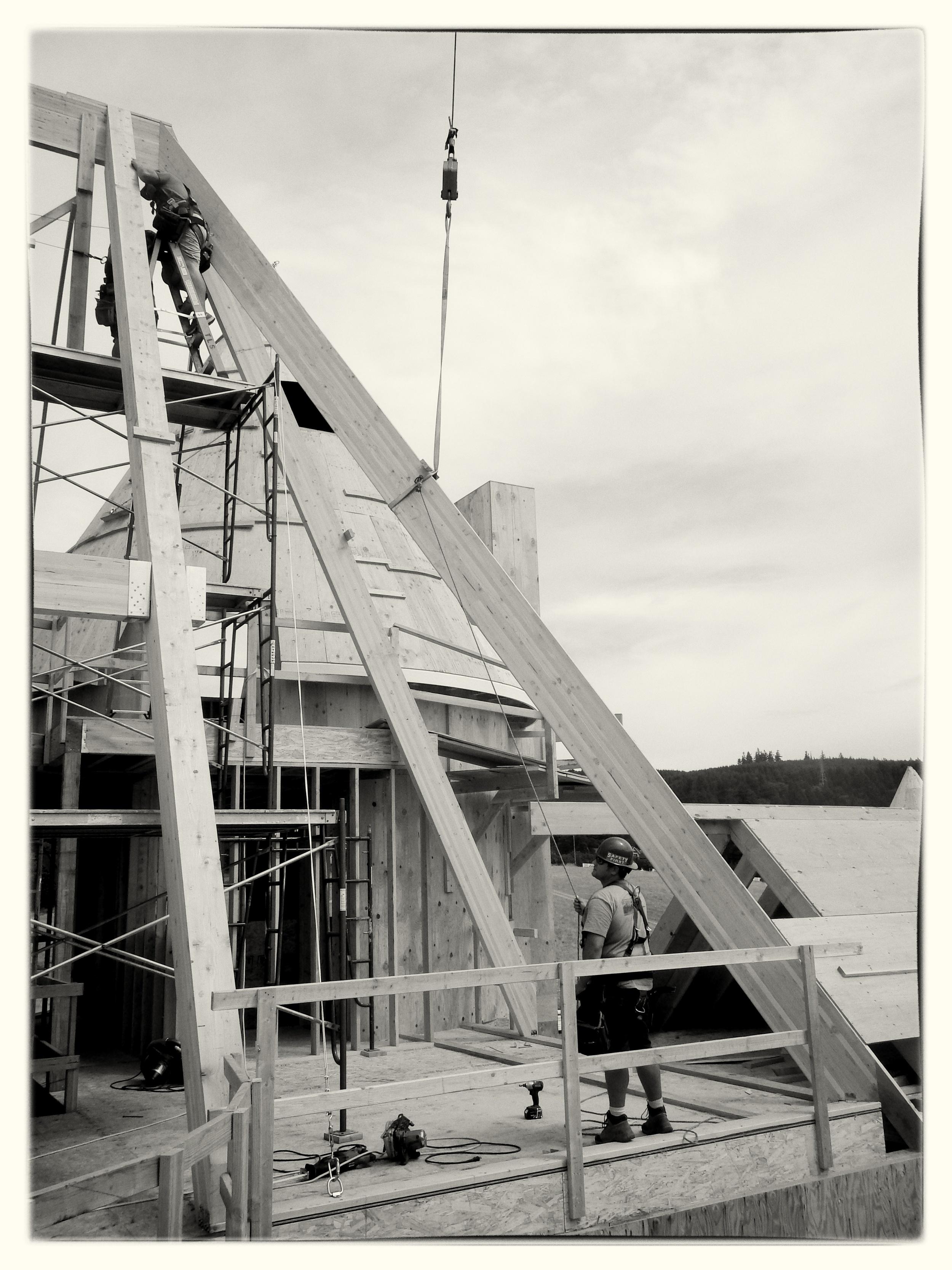 Crane Setting Glulam Rafters - West Linn