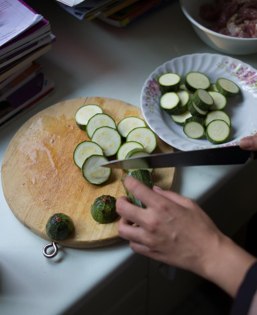 Ouwan's prepping for dinner