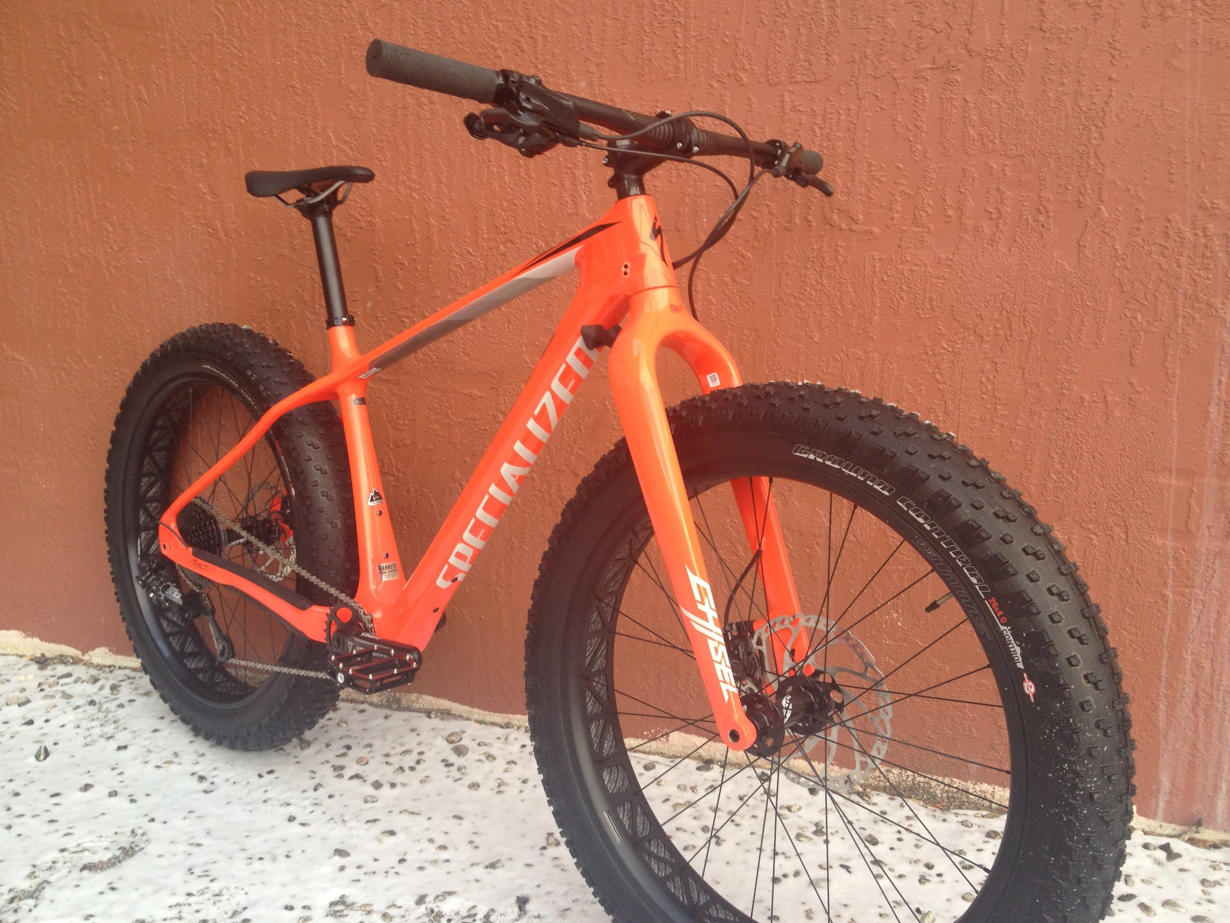 "SPECIALIZED CARBON FATBOY    Type:  Fat Bike  | Frame Size:  Inline/Unisex Large  | Wheel Size:  26"" x 4.8""  