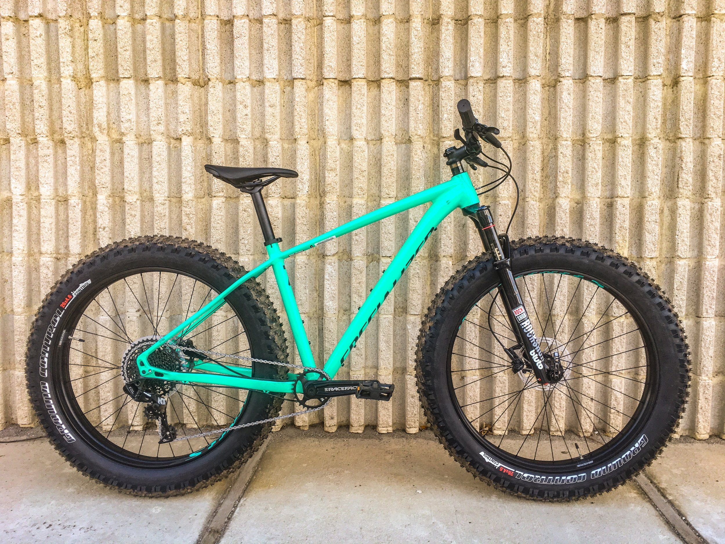 "SPECIALIZED FATBOY w/ Bluto Fork    Type:  Fat Bike  | Frame Size:  Inline/Unisex Medium  | Wheel Size:  26"" x 4.8""  