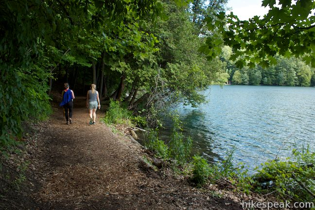 Round_Lake_Trail_Green_Lakes_State_Park_IMG_2343.jpg