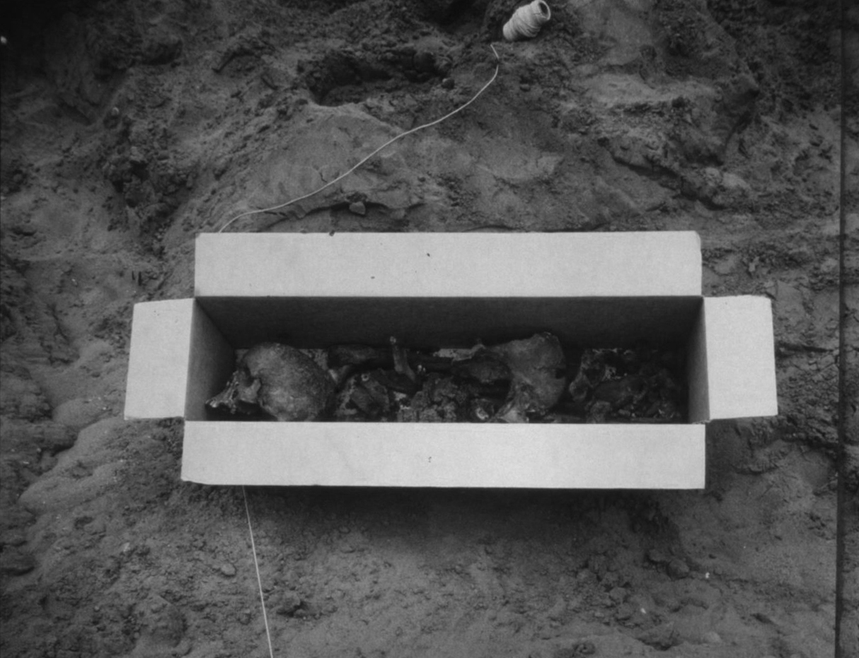 Burial Box and String (LH6), 1994