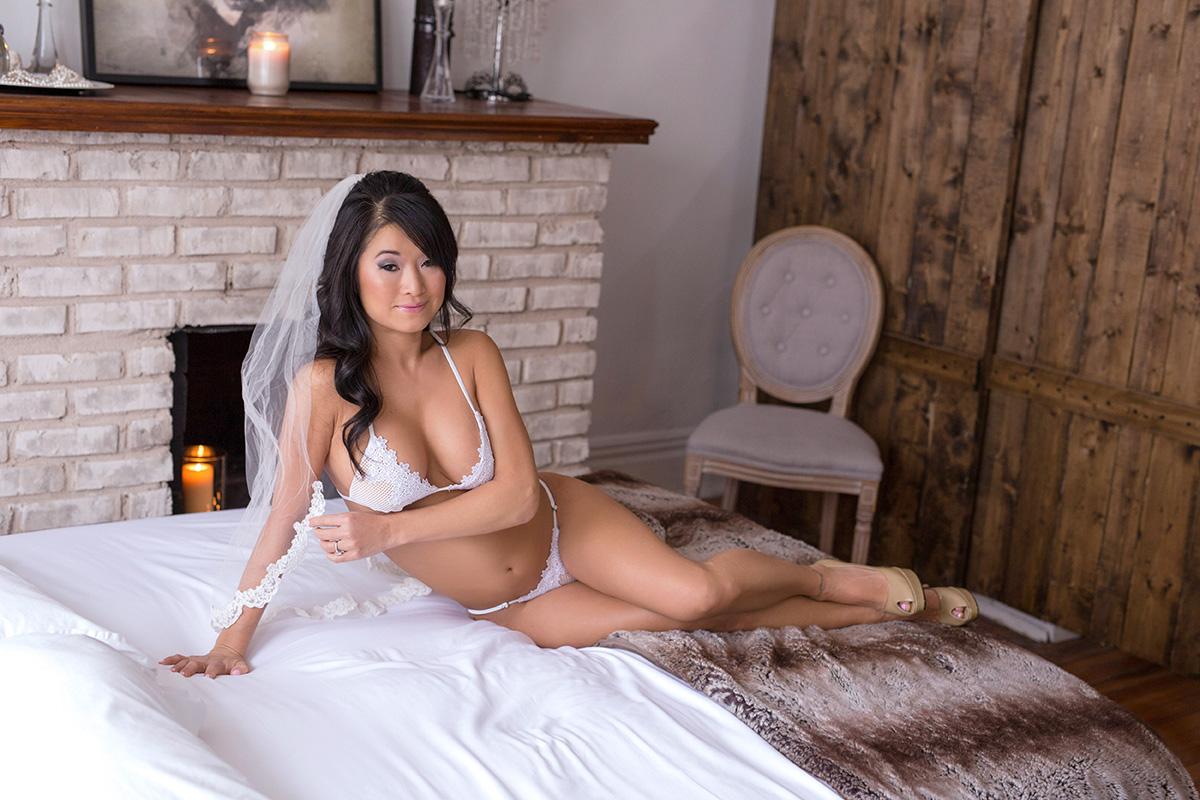 Bridal-Boudoir-for-Chicago-Ladies.jpg