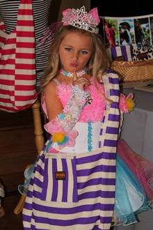 Toddlers & Tiaras, Purple Rugby Stripe Tote, July 2012
