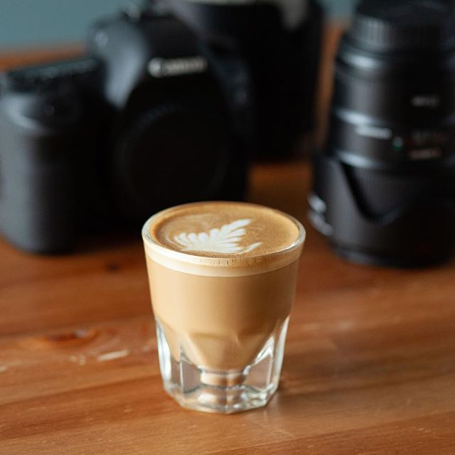 Tools of the trade ☕️📷 With so many opportunities to produce photos in our Instagram era, I've been considering sharing a few tools and tricks that anyone can implement to take their images up a notch.  Would anyone be interested in receiving some photo-related pro-tips? 💁🏻‍♀️ (For espresso-related pro-tips, you'll have to hit up @philipgodley )