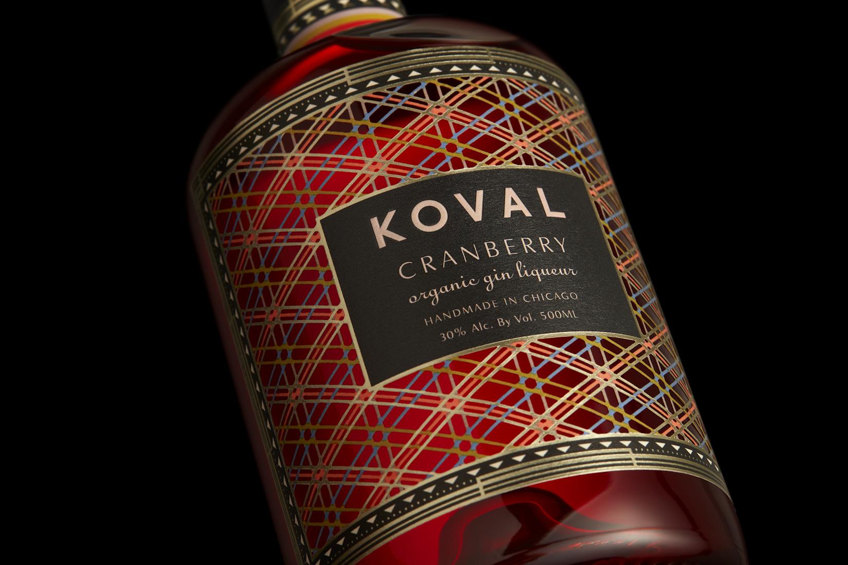 KOVAL_500ml_OrganicCranGin_Detail_OnBlack_F.jpg