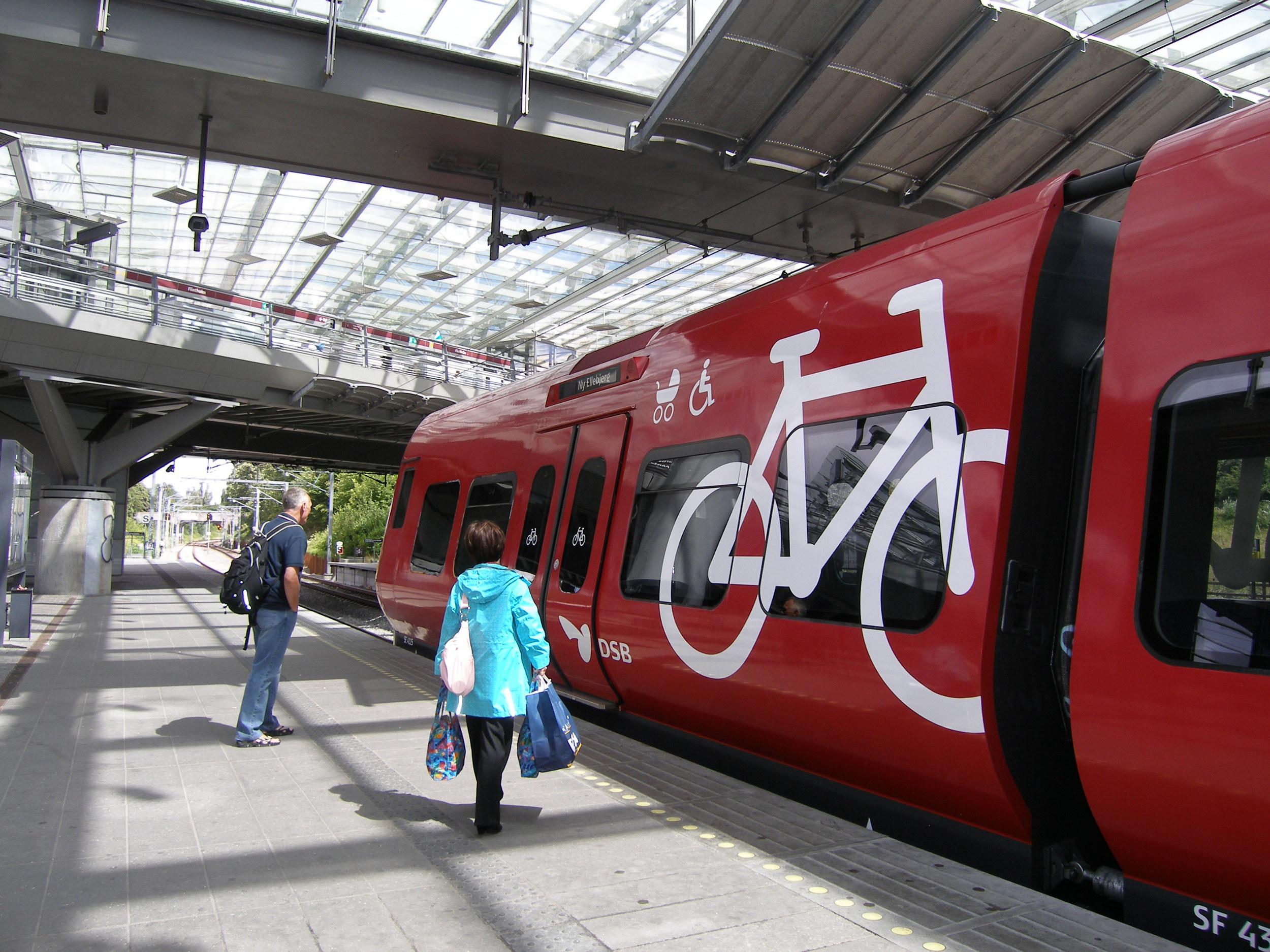 Copenhagen+lite+rail.jpg