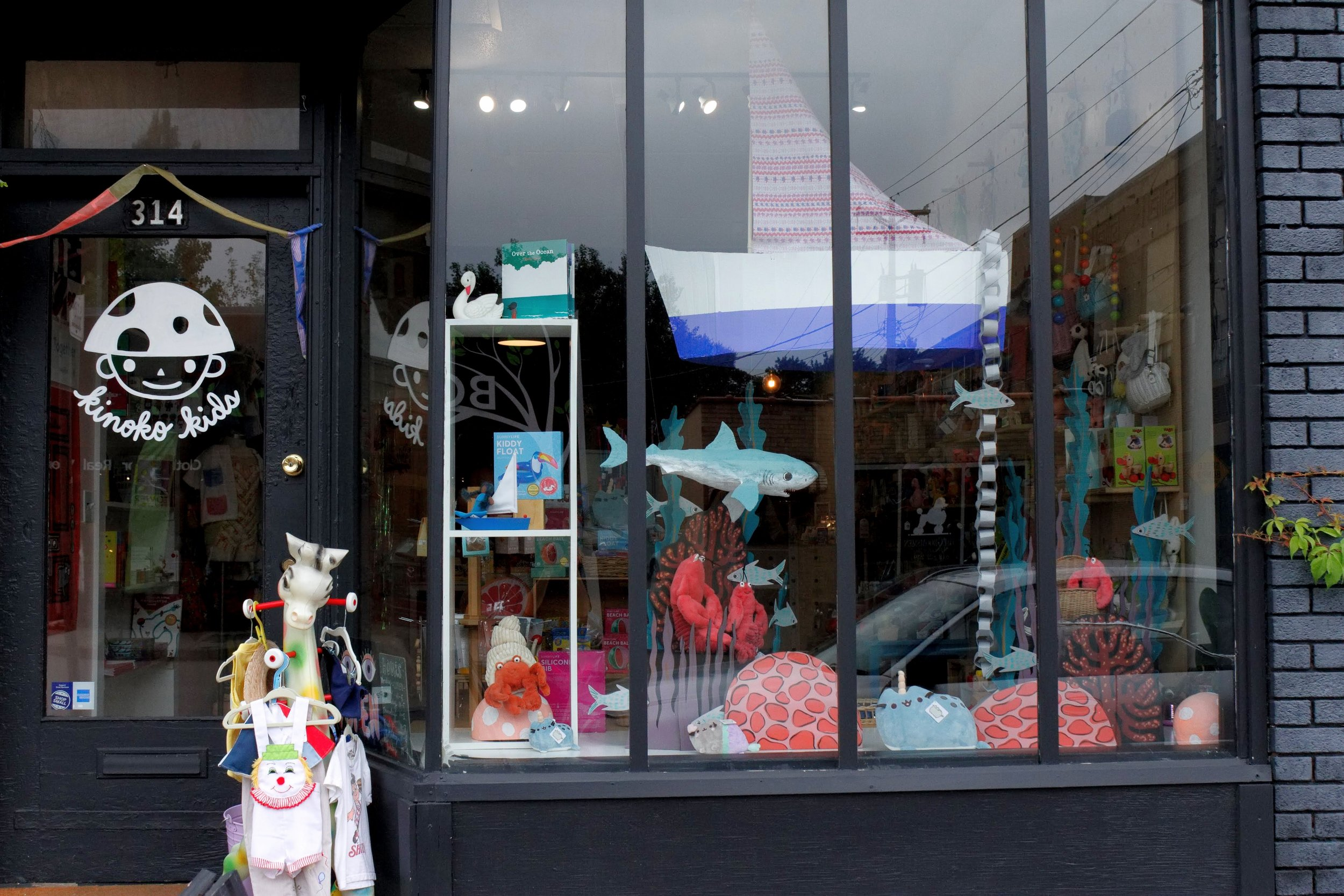 Kinoko Kids store front sits at 314 West 38th Street, right at the intersection of 38th and Grand in South Minneapolis. You could have probably guessed that this rad underwater window display was designed and painted in house by the owners and their artistic families.