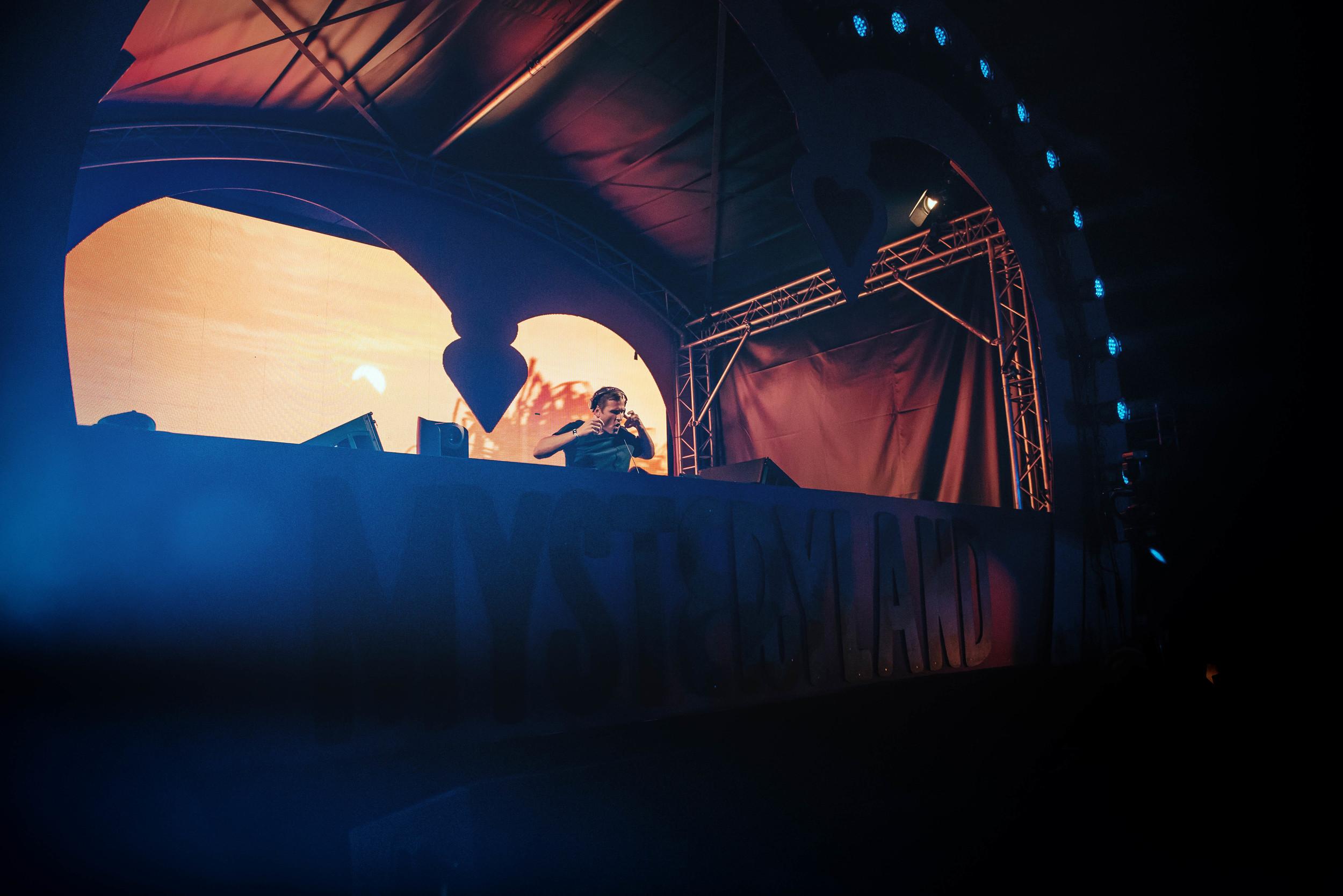 DJ-5-2.jpg