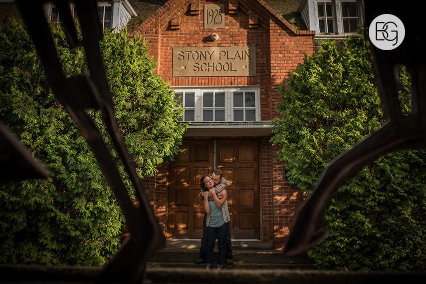 Engagement_photos_edmonton_river_valley_brick_puppy_amy_darren_003.jpg