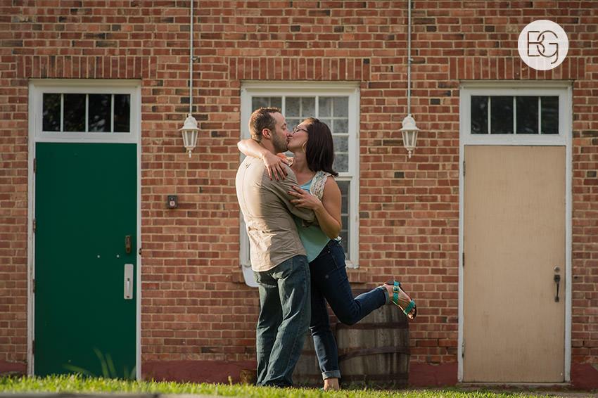 Engagement_photos_edmonton_river_valley_brick_puppy_amy_darren_008.jpg