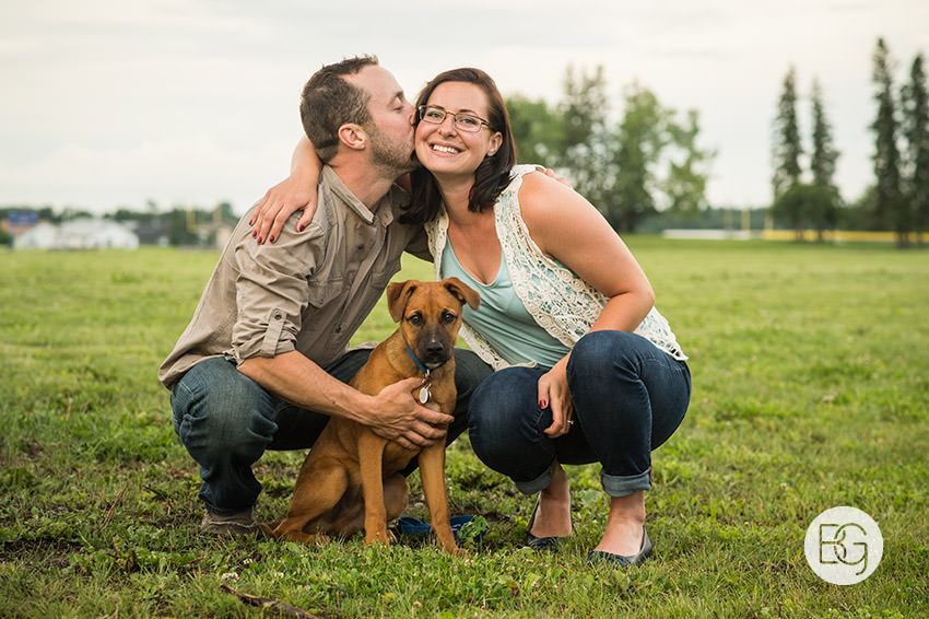 Engagement_photos_edmonton_river_valley_brick_puppy_amy_darren_012.jpg