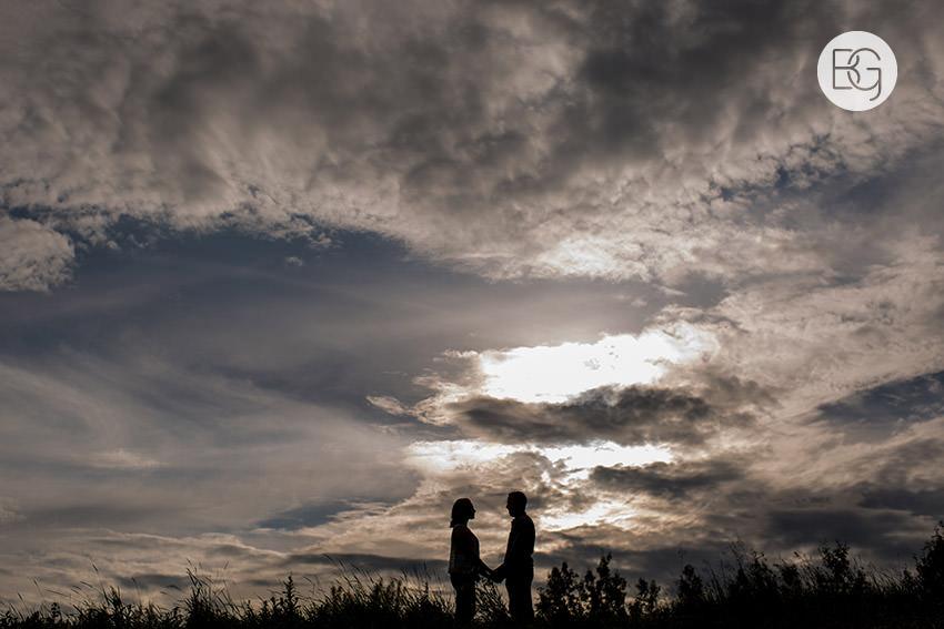 Engagement_photos_edmonton_river_valley_brick_puppy_amy_darren_015.jpg