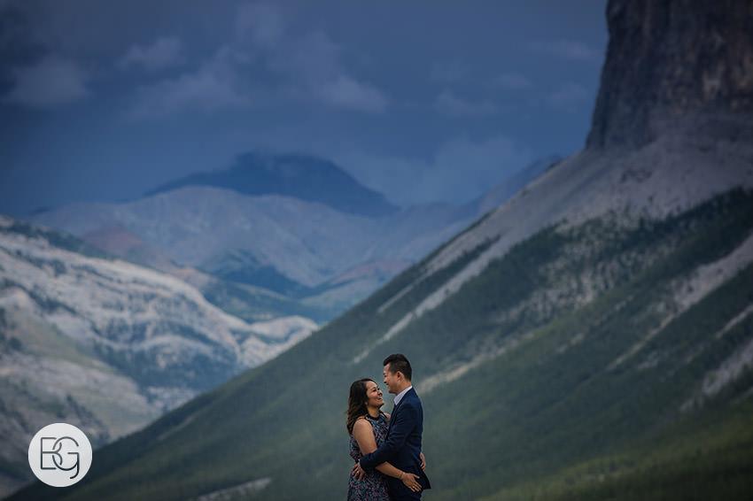 Banff_wedding_photographers_engagement_AngelaWandy_02.jpg