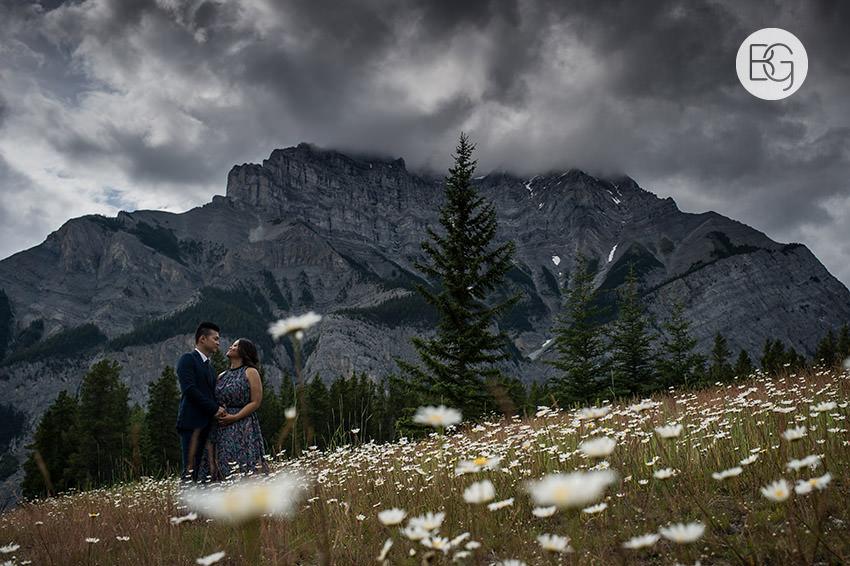 Banff_wedding_photographers_engagement_AngelaWandy_04.jpg