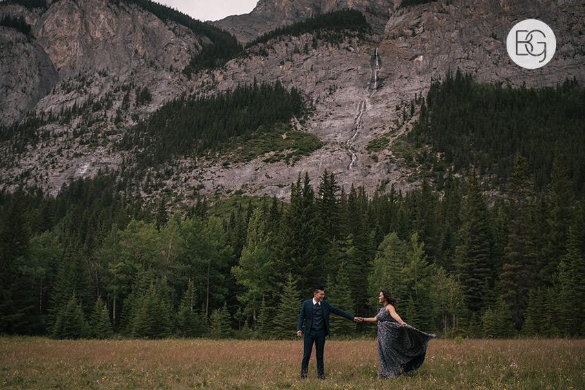 Banff_wedding_photographers_engagement_AngelaWandy_05.jpg