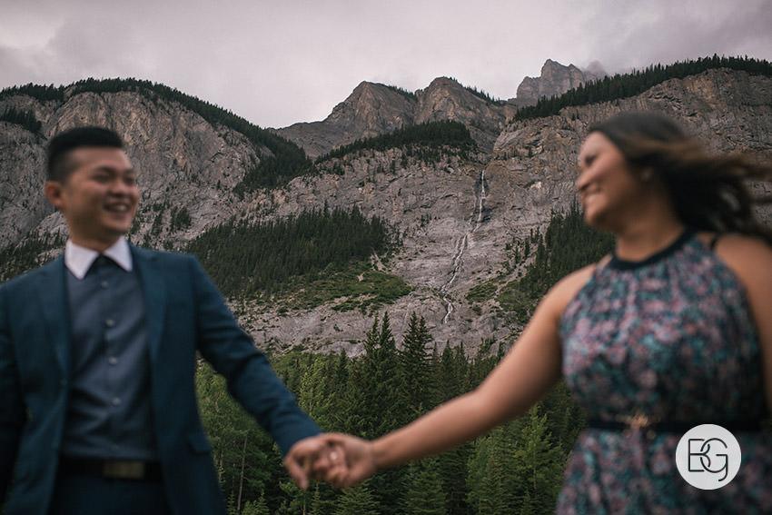 Banff_wedding_photographers_engagement_AngelaWandy_06.jpg