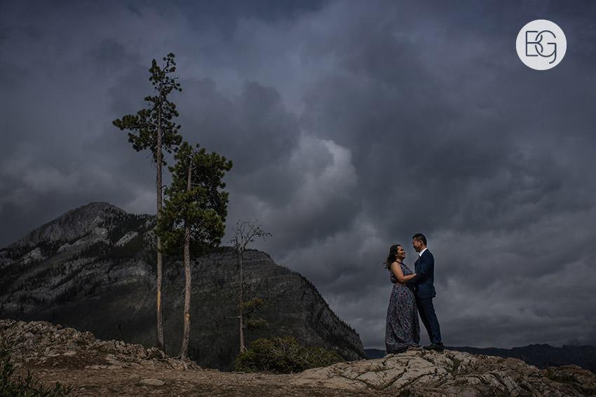 Banff_wedding_photographers_engagement_AngelaWandy_08.jpg