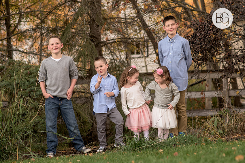 Edmonton_Family_photographer_twins_robinson_autumn_fun_02.jpg