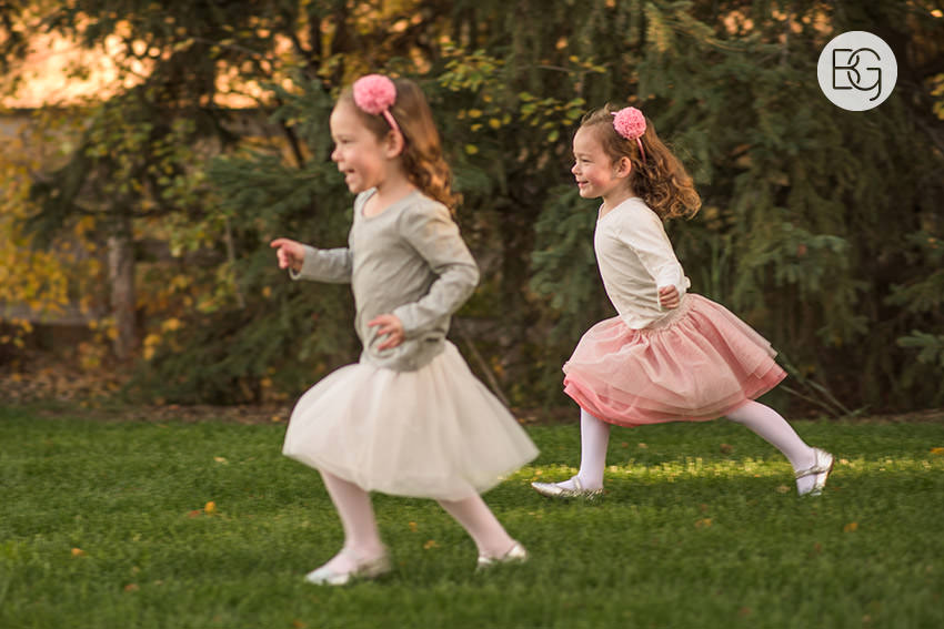 Edmonton_Family_photographer_twins_robinson_autumn_fun_03.jpg