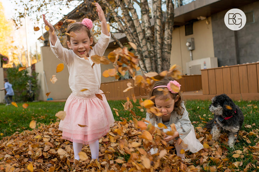Edmonton_Family_photographer_twins_robinson_autumn_fun_05.jpg