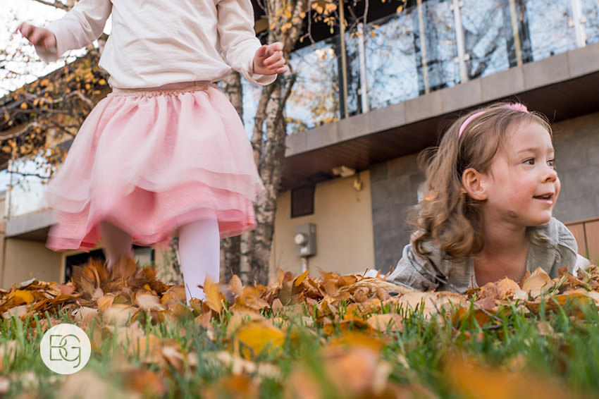Edmonton_Family_photographer_twins_robinson_autumn_fun_06.jpg
