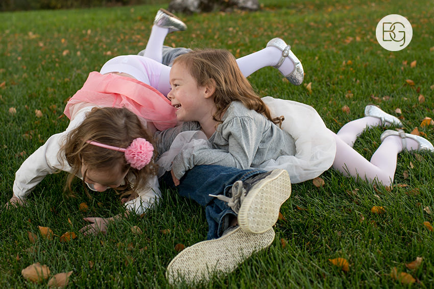 Edmonton_Family_photographer_twins_robinson_autumn_fun_08.jpg