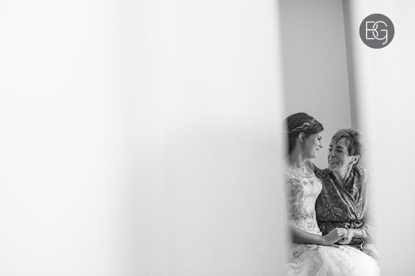 canmore-banff-wedding-photographers-kat-aaron-summer-camp-wedding-rain-08.jpg