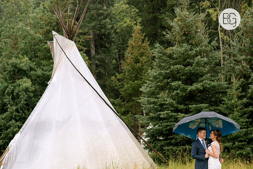 canmore-banff-wedding-photographers-kat-aaron-summer-camp-wedding-rain-14.jpg