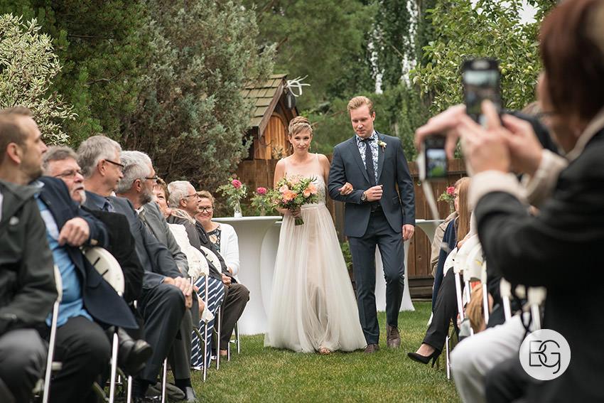 Edmonton_wedding_photographers_KelceyDavid_intimate_backyard_ceremony_04.jpg