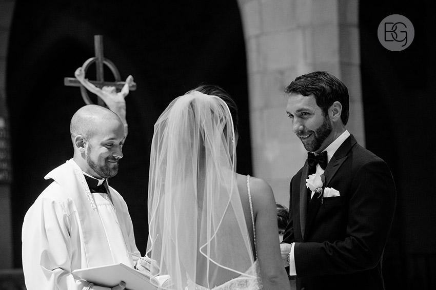 Edmonton-wedding-photographers-art-gallery-of-alberta-aga-basilica-yvonne-chris-16.jpg