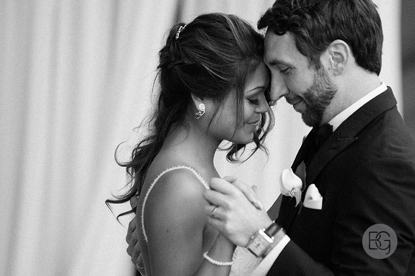 Edmonton-wedding-photographers-art-gallery-of-alberta-aga-basilica-yvonne-chris-30.jpg