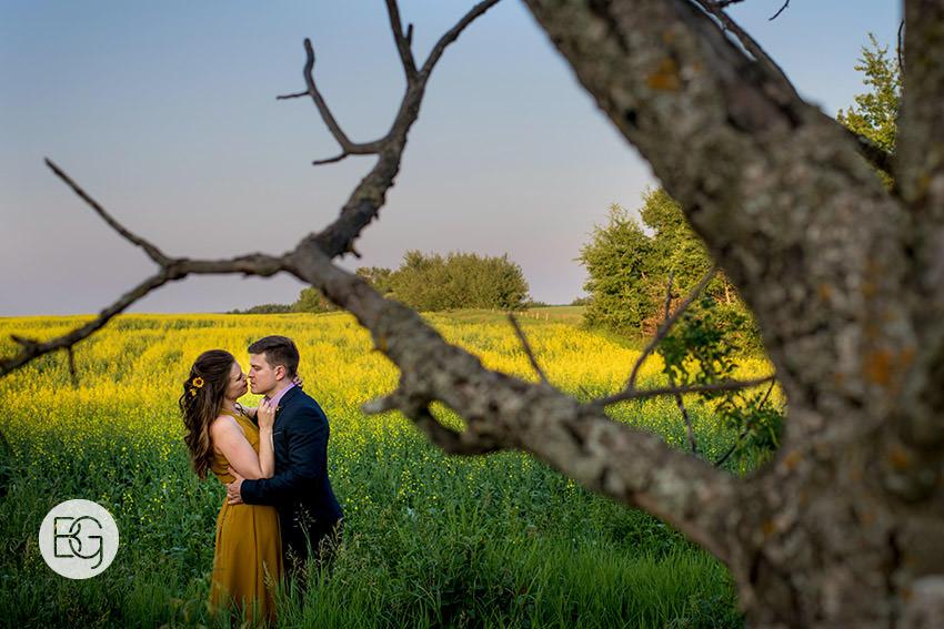 Edmonton_wedding_photographers_engagement_alberta_Katrina_aaron_06.jpg