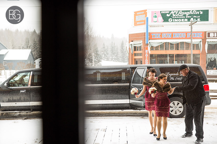 Edmonton_Wedding_photographers_winter_fort_edmonton_park_christinapatrick_07.jpg