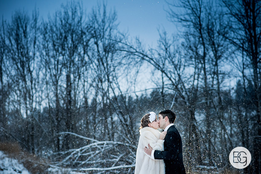 Edmonton_Wedding_photographers_winter_fort_edmonton_park_christinapatrick_30.jpg