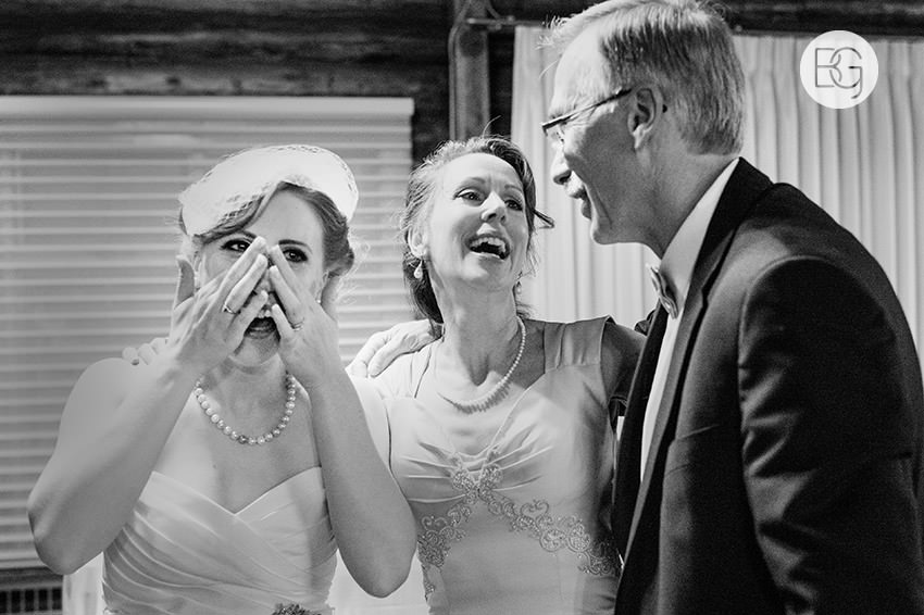 Edmonton_Wedding_photographers_winter_fort_edmonton_park_christinapatrick_37.jpg