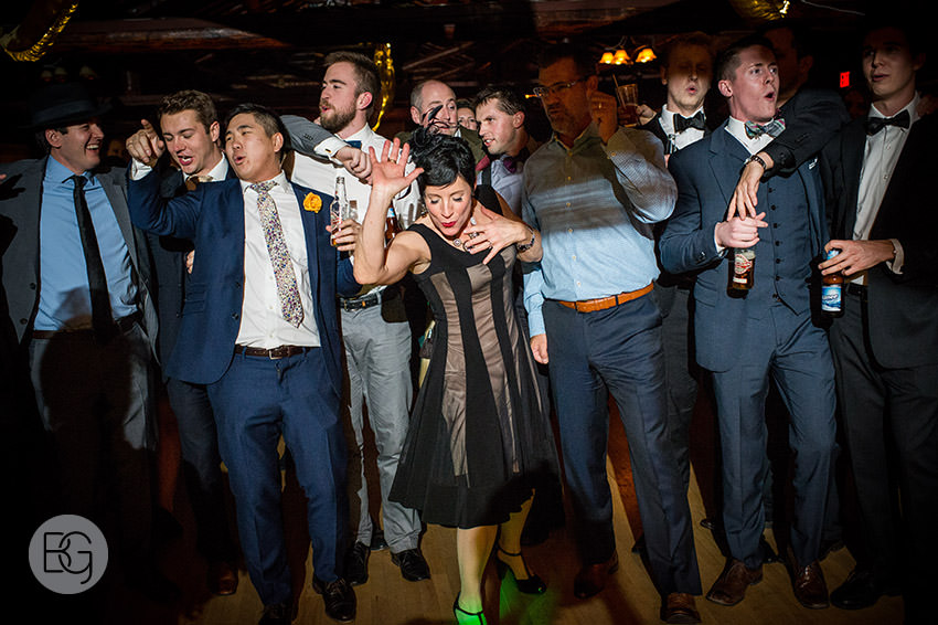 Edmonton_Wedding_photographers_winter_fort_edmonton_park_christinapatrick_50.jpg