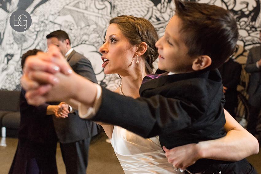 Edmonton_Wedding_photographers_art_gallery_alberta_paige_george22.jpg