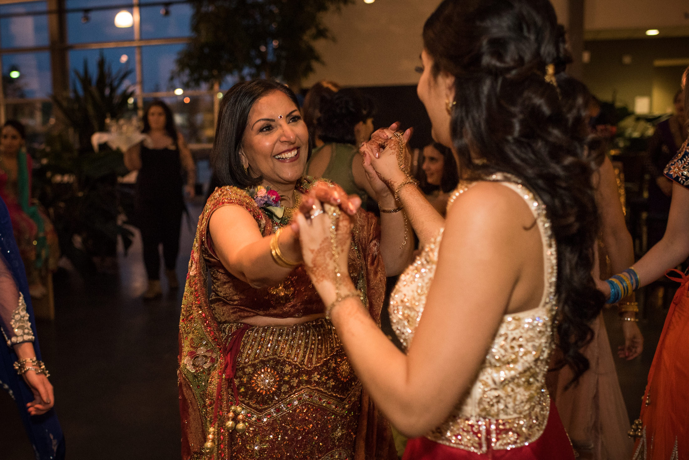 Edmonton_wedding_photographers_enjoy_center_wedding_Kiran_faisal_41.jpg