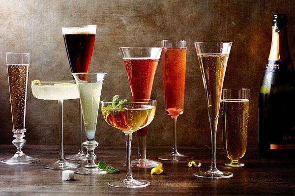 Det är 87 kalorier i ett glas Champagne BRUT uppdelat på: 0% fett, 97% kolhydrater, 3% protein. DOUX har ca. 100 kcal mer!