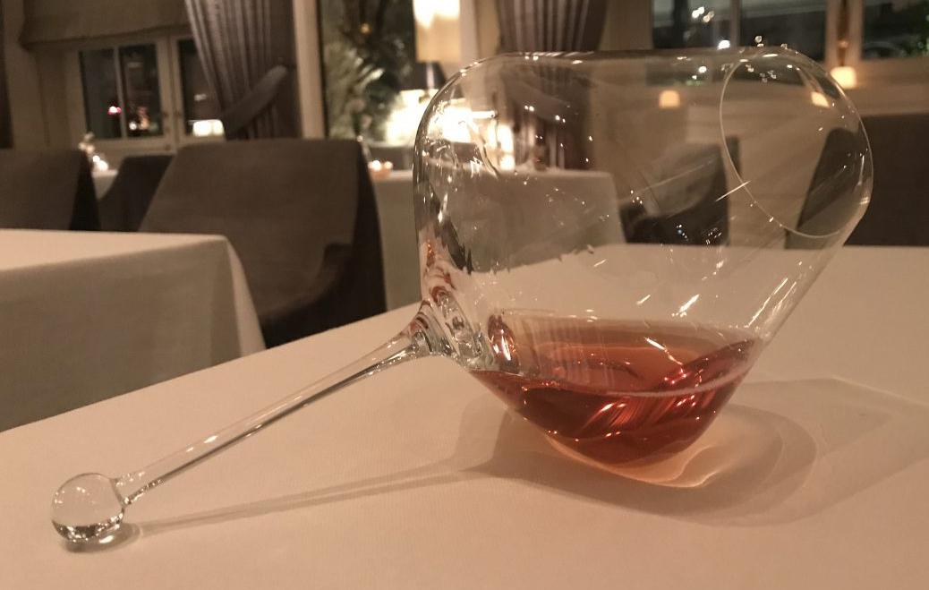 ....senaste sättet att servera champagne i Paris