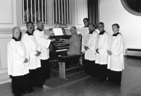 Seit nunmehr 65 Jahren besteht die Choralschola von St. Elisabeth. Hier ein Bild vom 50. Jubiläum 1999