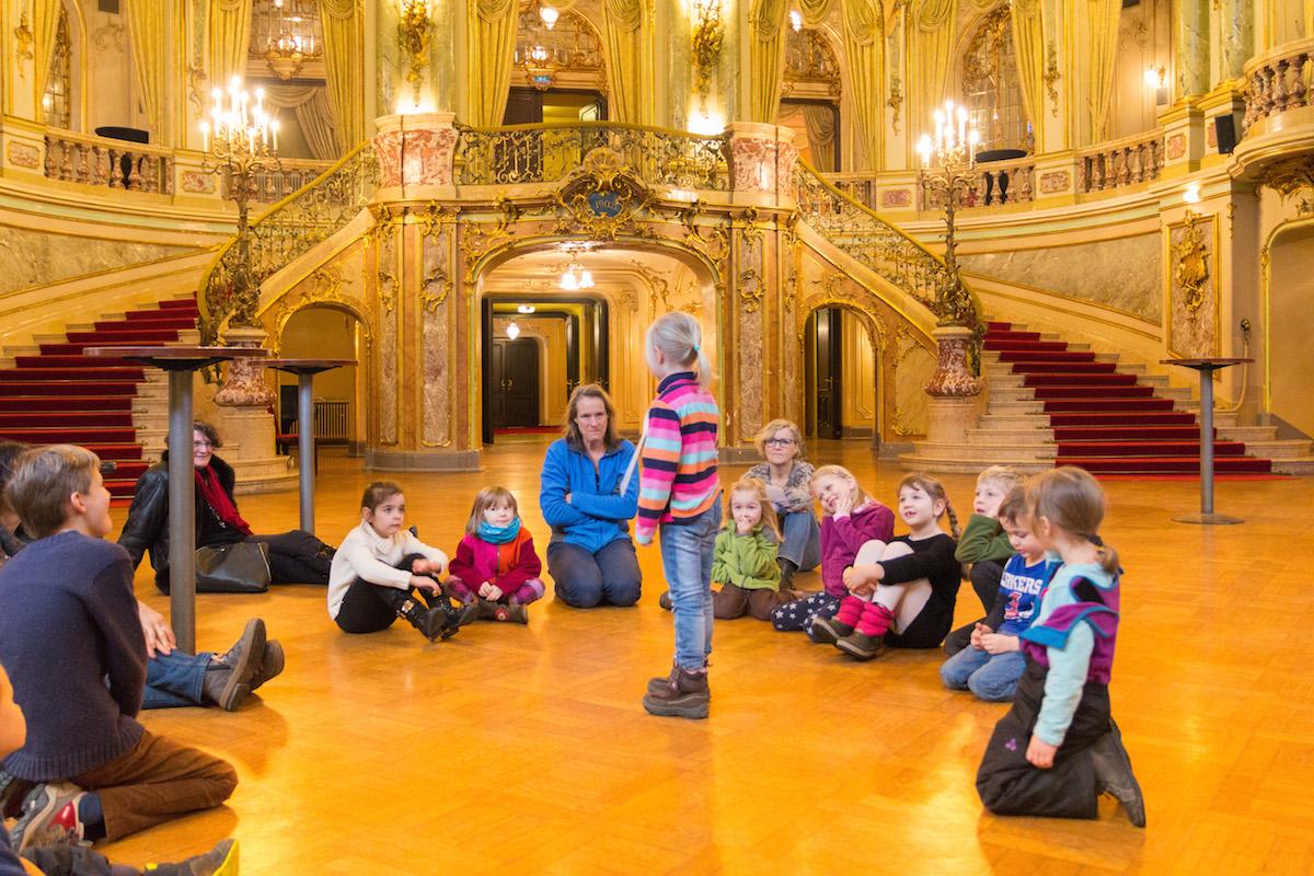 Improvisations-Workshop im Foyer des Staatstheaters. Foto: Benjamin Dahlhoff 2015
