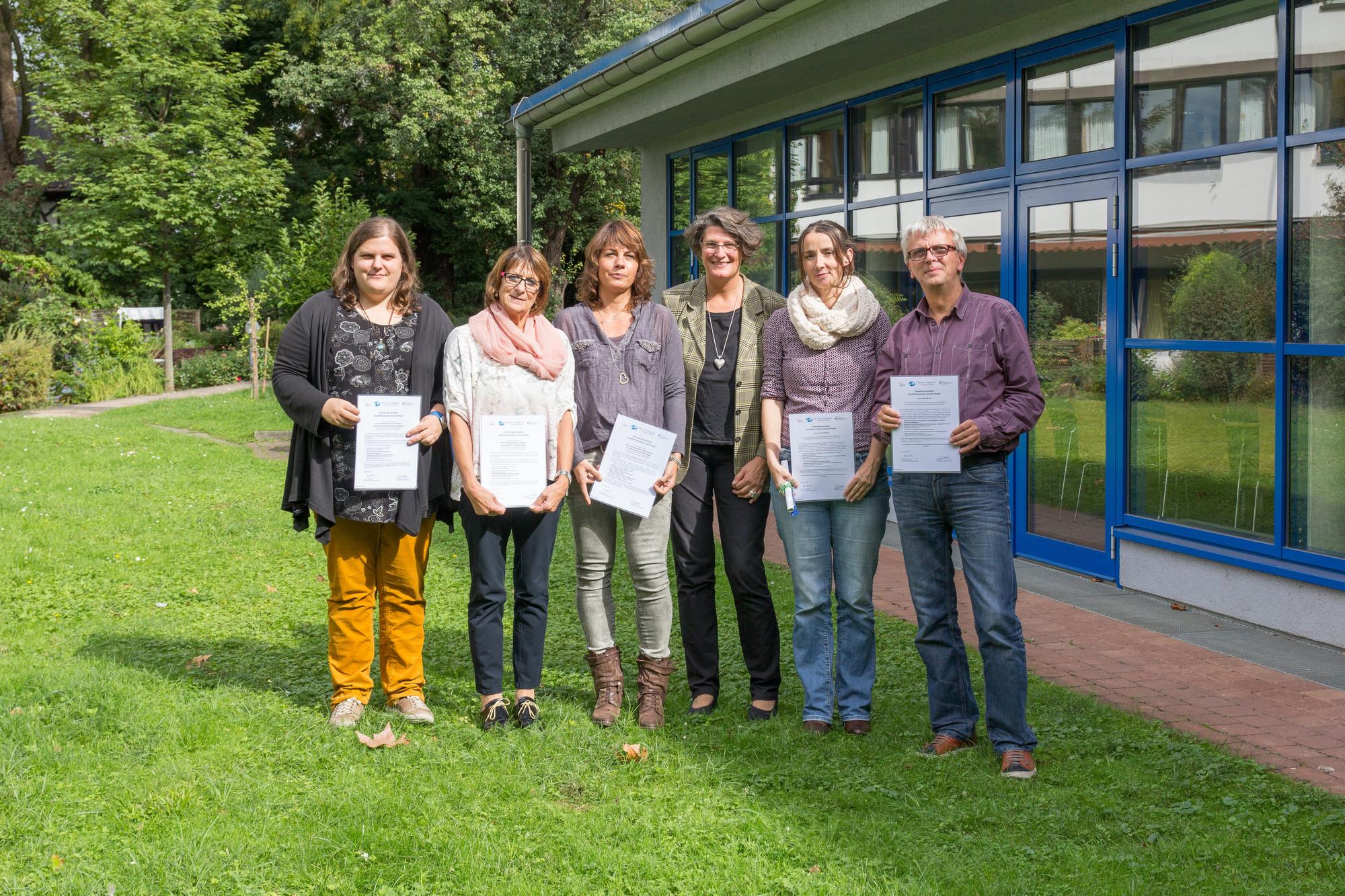Die Teilnehmenden der Weiterbildung in Frankfurt nach der Zertifikatsübergabe.