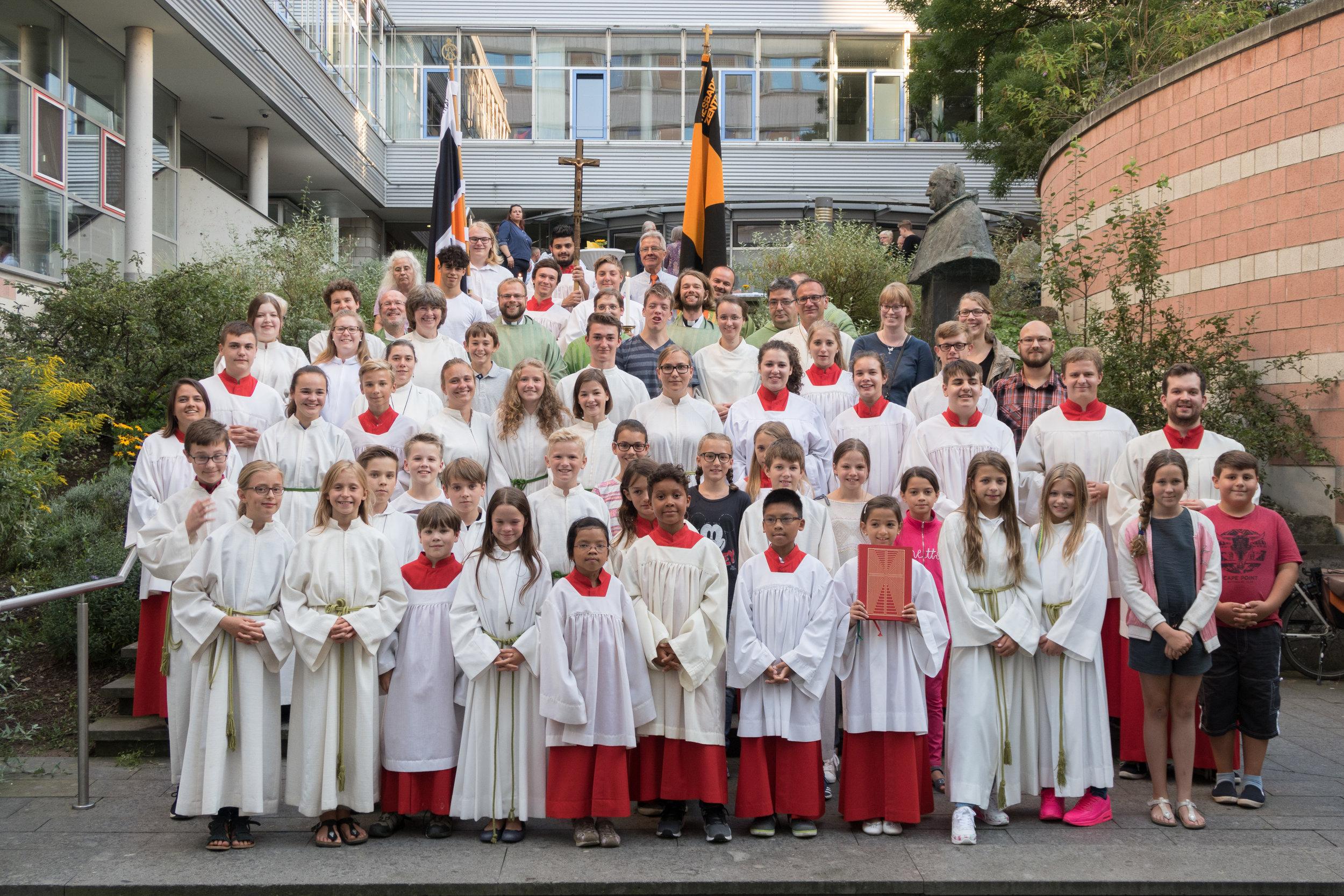 Abschiedsfoto mit Messdienern und pastoralen Mitarbeitern. Foto: Benjamin Dahlhoff