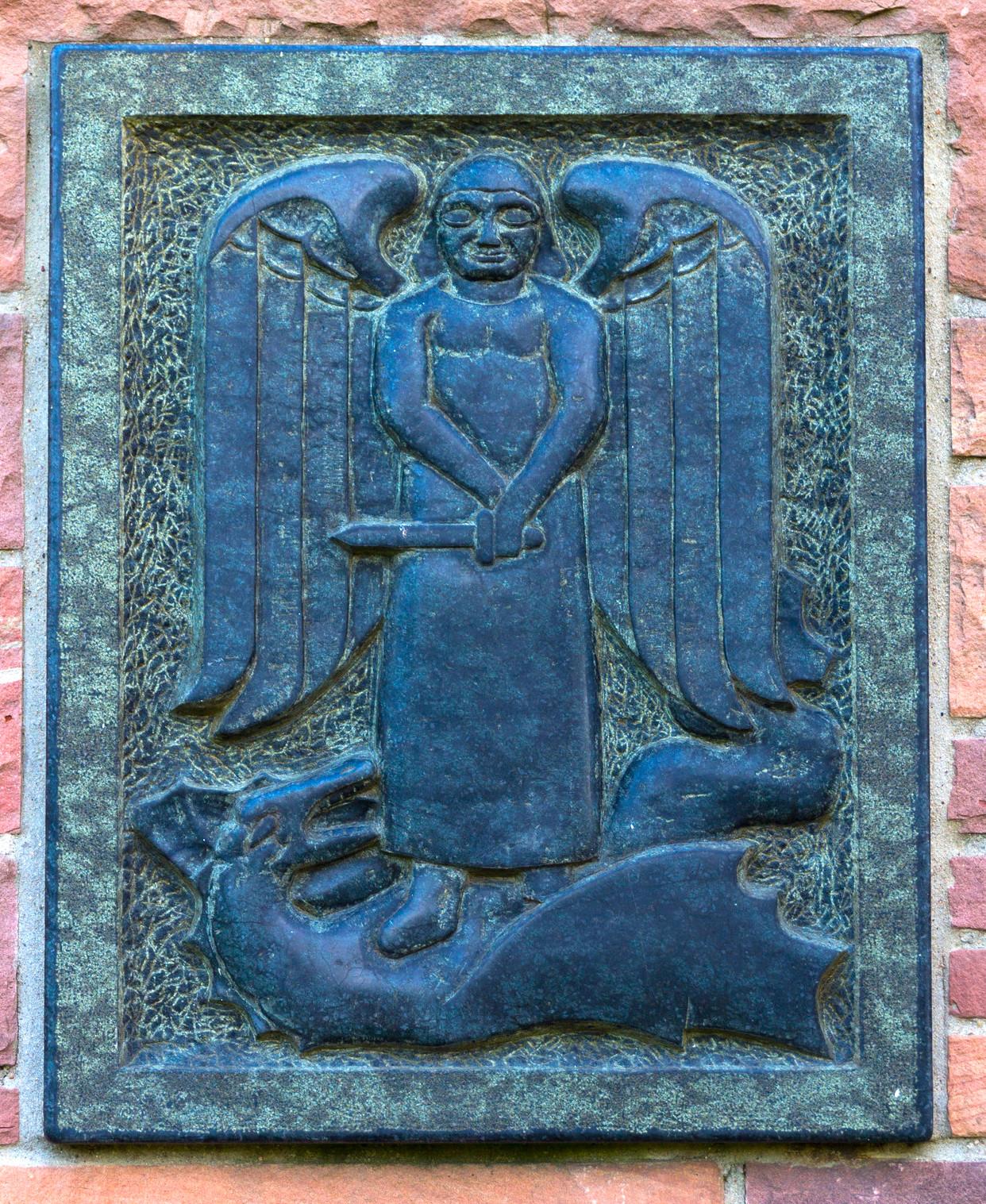 Darstellung des Erzengels Michael. Plakette an der Michaelskirche.Foto: B. Dahlhoff